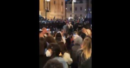 Jared Leto si ritrova per sbaglio tra gli scontri No Green Pass e gira questo VIDEO