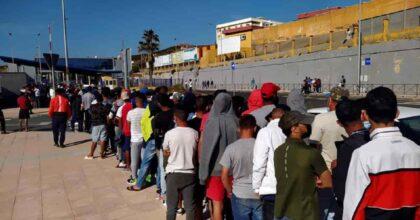 Migranti, la Geo Barents con 367 profughi a bordo attracca a Palermo: 172 sono minori
