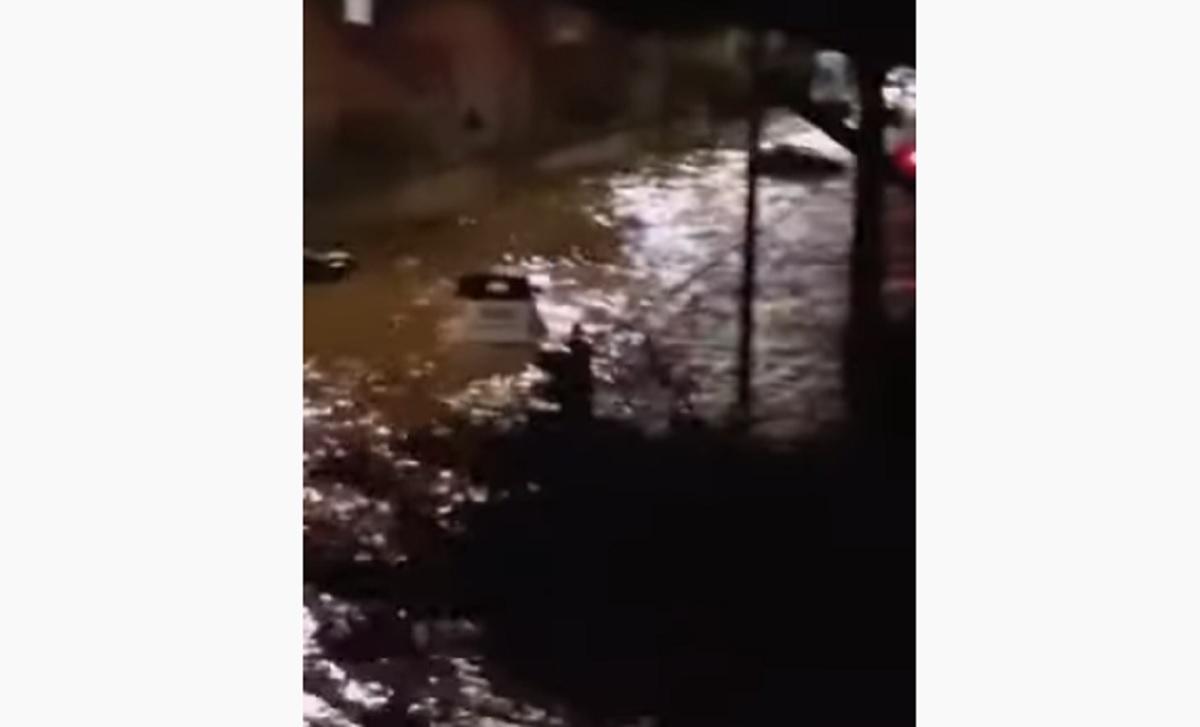 Nubifragio Palermo, a Mondello le auto galleggiano nelle strade diventate fiumi VIDEO