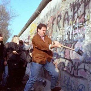 I muri sono solo un palliativo, li vuole mezza Europa ma non risolvono la crisi dell'immigrazione di massa