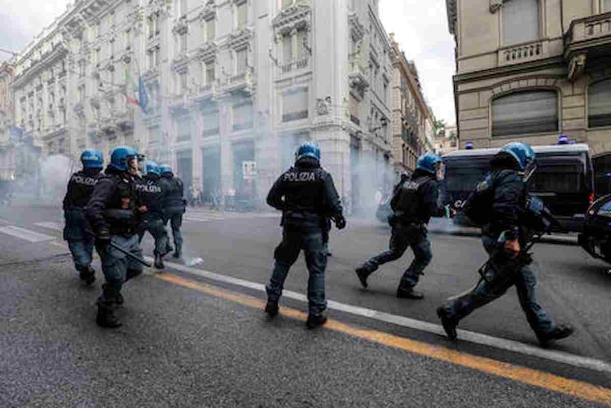 No Green Pass, altro sabato di fuoco a Roma: Cgil in piazza, torna Forza Nuova? E c'è anche Lazio-Inter...