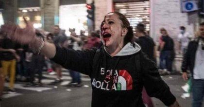 Scontri a Roma, la leader dei No Pass Pamela Testa col volto insanguinato accusa la polizia