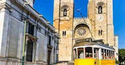 Portogallo, il Paese con il tasso più alto di vaccinati contro il Covid: il 100% degli over 65. Ma le mascherine restano