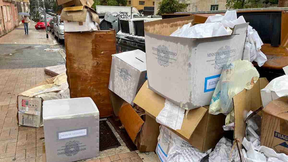 urne elttorale rifiuti,roma ansa
