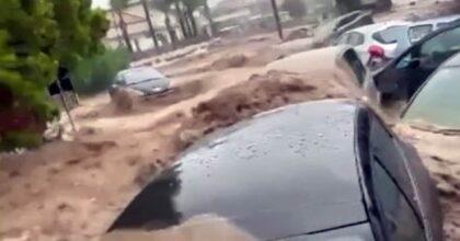Scordia (Catania): le auto sotto il fango, strade come torrenti causa pioggia, 2 dispersi VIDEOScordia (Catania): le auto sotto il fango, strade come torrenti causa pioggia, 2 dispersi VIDEO
