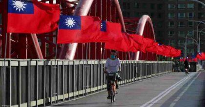 """Taiwan, Pechino manda 150 aerei da guerra. Il ministro della Difesa: """"Possibile invasione della Cina entro il 2025"""""""
